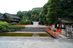 Shimogamo-Jinja-Hojoan-Kengo-Kuma-une-micro-cabane-en-hommage-vie-solitaire-0