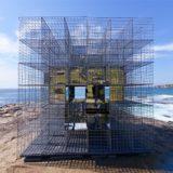 miroir-architecture-installation-artistique-miroir-la-cabane-de-plage-australienne-reinterpretee-par-neon-0