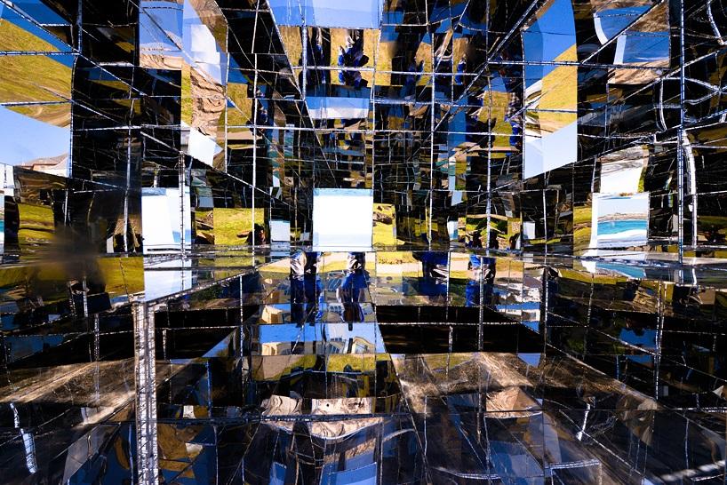 miroir-architecture-installation-artistique-miroir-la-cabane-de-plage-australienne-reinterpretee-par-neon-1