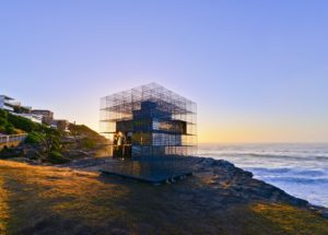miroir-architecture-installation-artistique-miroir-la-cabane-de-plage-australienne-reinterpretee-par-neon-2