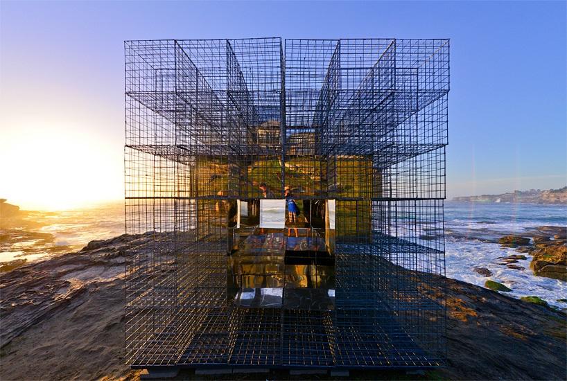 miroir-architecture-installation-artistique-miroir-la-cabane-de-plage-australienne-reinterpretee-par-neon-3