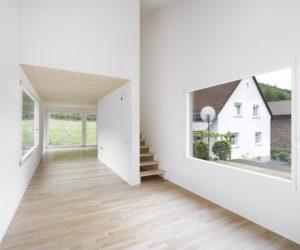 la-mini-maison-architekturburo-scheder-sur-pilotis-0