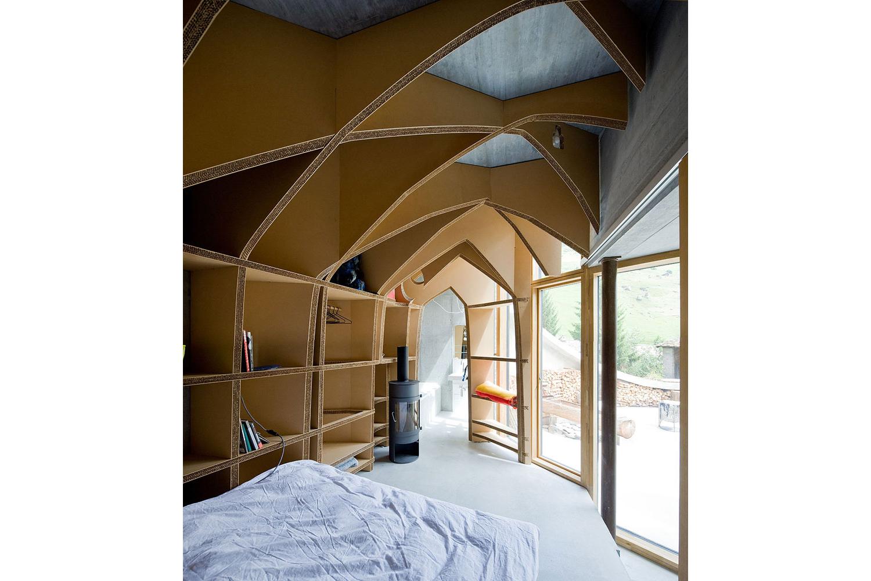 maison troglodyte au c ur des alpes suisse la mini. Black Bedroom Furniture Sets. Home Design Ideas