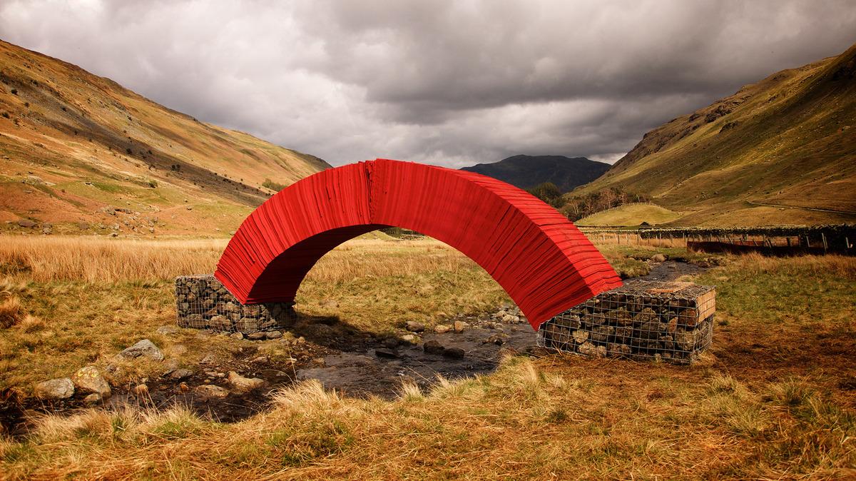 paperbridge-installation-artistique-in-situ-steve-messam-0
