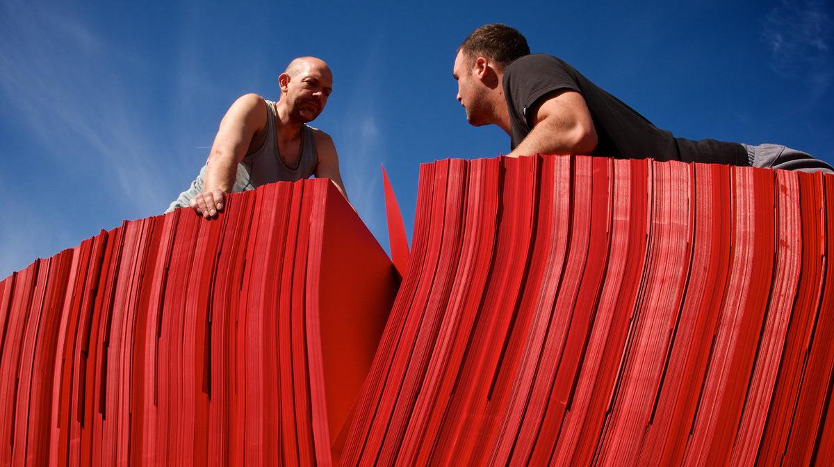 paperbridge-installation-artistique-in-situ-steve-messam-3