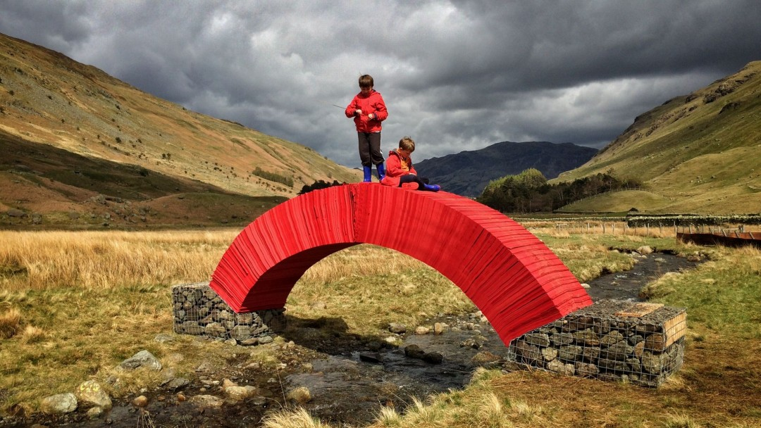 paperbridge-installation-artistique-in-situ-steve-messam-4