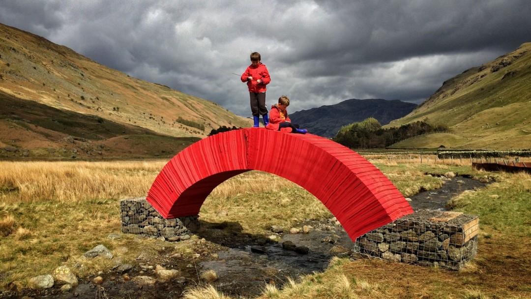 paperbridge-installation-artistique-in-situ-steve-messam-4