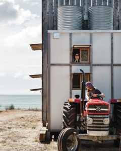 petite-maison-de-vacances-neo-zelandaise-hut-on-sleds-house-crosson-clarke-carnachan