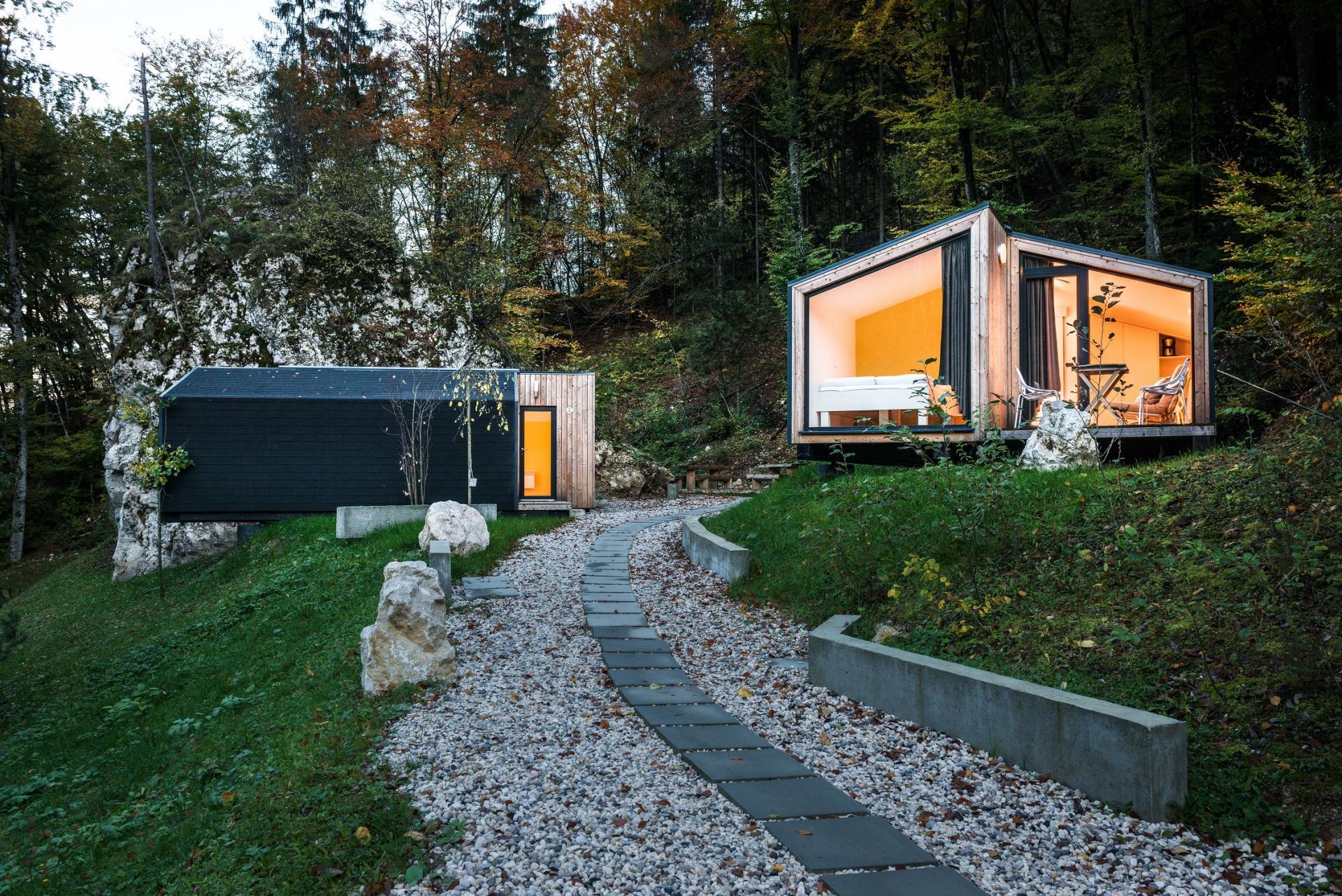 cabane-mini-chalet-montagne-ekokoncept-for-4-0 maison-prefabriquee-contemporaine-ecologique-en-bois