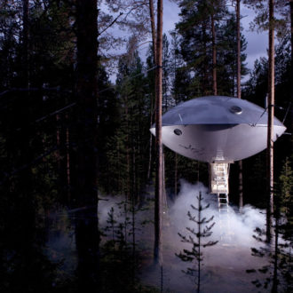 chambre-hotel-science-fiction-vaisseau-spatial-ovni-ufo-treehotel-0