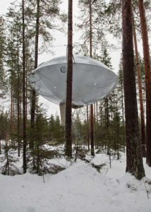chambre-hotel-science-fiction-vaisseau-spatial-ovni-ufo-treehotel-4