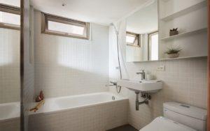 salle-de-bain-petit-appartement-de-22-m2-a-little-design-12