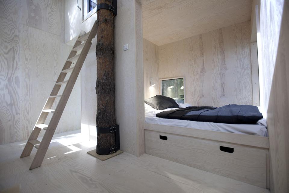the-mirroircube-un-cube-de-verre-habitable-Tham-Videgard-architects-1