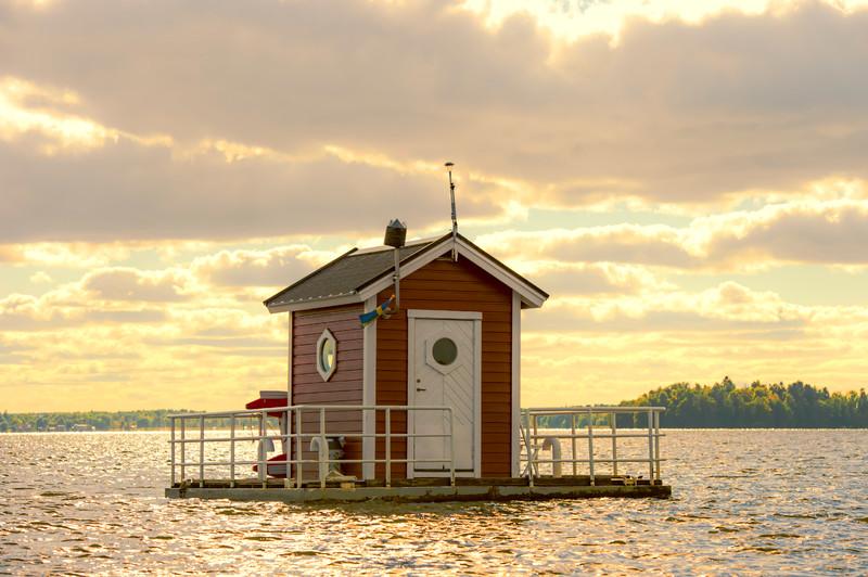 utter-inn-micro-hotel-flottant-vasteras-mikael-genberg-0