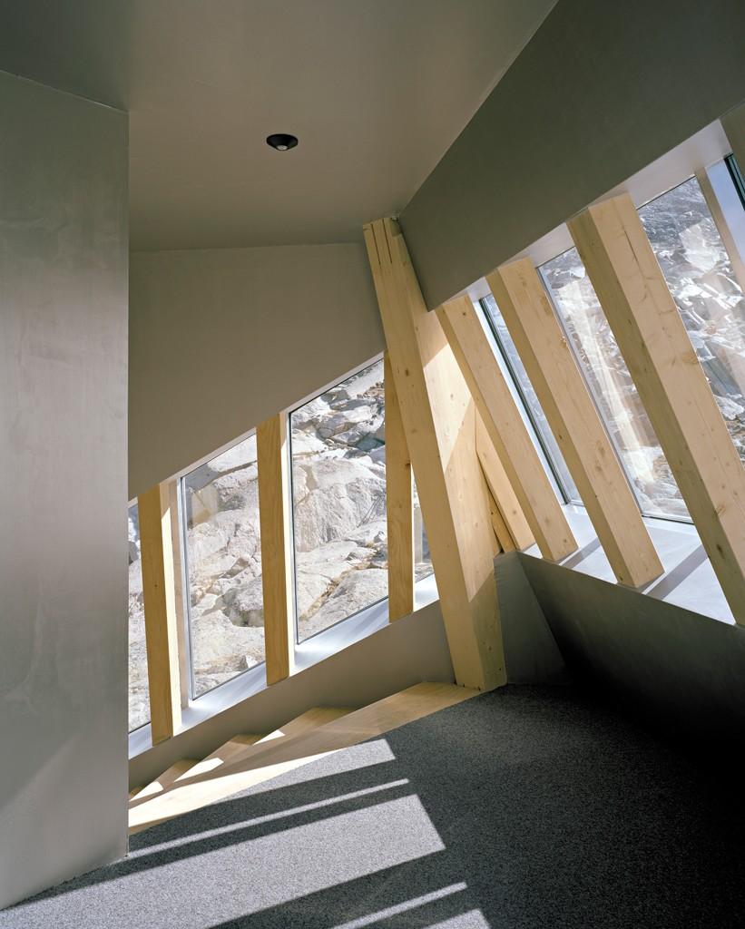 la-mini-maison-la-cabane-mont-rose-refuge-durable-alpes-0