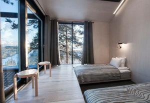 Depuis les chambres et la terrasse, on aperçoit la rivière Lule qui coule en contrebas the-7th-room-treehotel-cabane-perchee-dans-les-arbres-par-snohetta-1