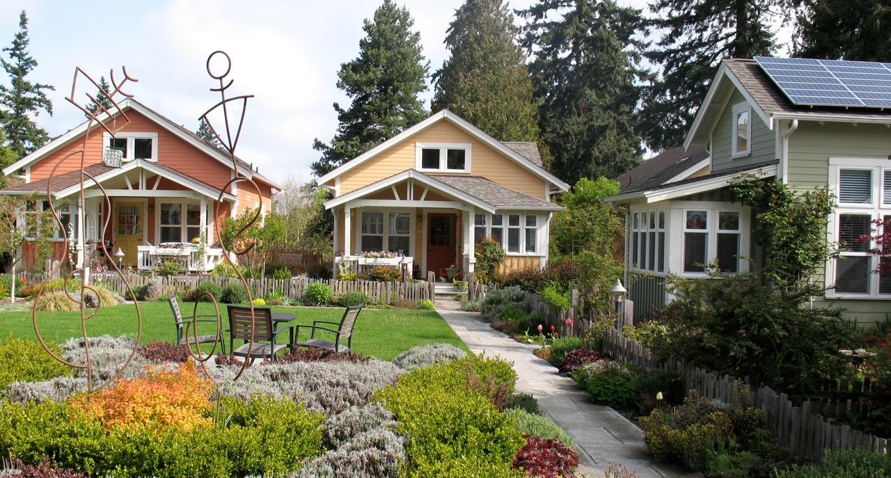 """exemple de pochettes d'habitation» ou les «pokets neighbourhoods """"le-petit-quartier-de-mini-maisons-a-sherbrooke-quebec-3"""