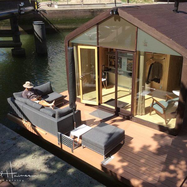 week-end-a-rotterdam-dormez-wikkelboat-maison-carton-flottante-3
