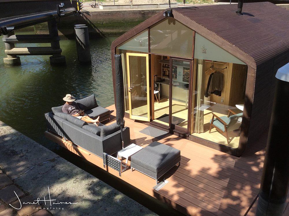 Wikkelboat une maison en carton flottante