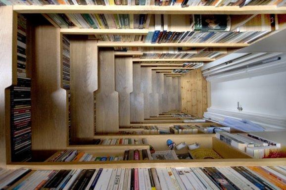 Maximiser L'Espace : Installer Une Bibliothèque Dans Un Escalier