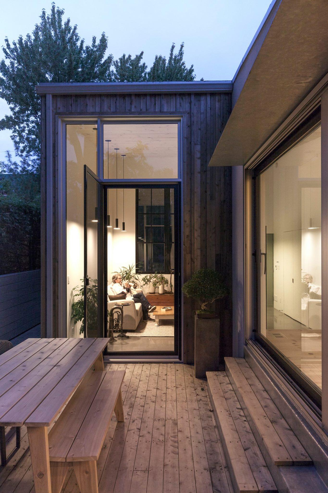 vendre-sa-maison-et-demenager-dans-plus-petit-jean-luc-gagnon-et-sa-conjointe-marie-helene-larouche-shed-architecture-montréal-saint-lambert-1