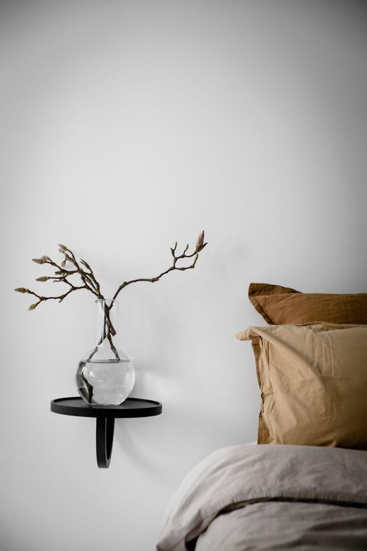 petit-espace-comment-agrandir-visuellement-une-piece-Choisir des meubles suspendus