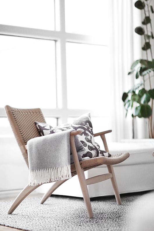 petit espace comment agrandir visuellement une piece d limiter les zones avec des tapis la. Black Bedroom Furniture Sets. Home Design Ideas